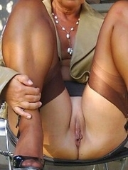 Mommies who are dont shy to show you tits and pussy