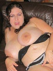 Mature milf housewife Keesje is stripping