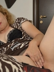Naughty mature slut grinding on her bed