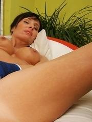 Hot naughty MILF pleasing her wet pussy