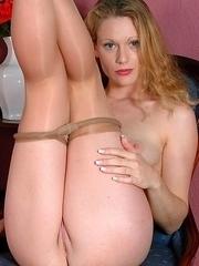 jessie showing her shaven pussy